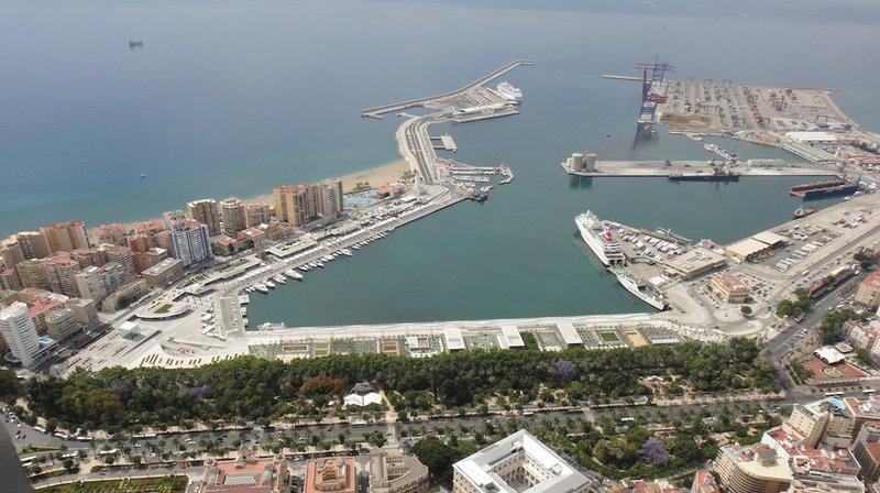 Málaga apuesta por el GNL en el transporte marítimo