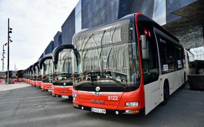 Barcelona incorpora a su flota autobuses híbridos de gas natural comprimido