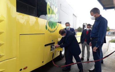 Chiclana presenta el primer autobús urbano propulsado por biometano producido en el EDAR