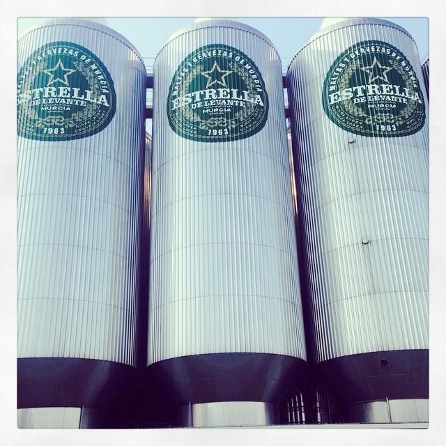 Estrella de Levante anuncia la producción de gas renovable con los residuos que se generan en el proceso de la fabricación de la cerveza