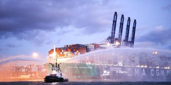 Algeciras recibe al portacontenedores propulsado por Gas Natural Licuado más grande del mundo
